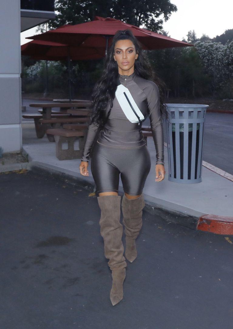 d74842768444 Τώρα η Kim Kardashian λανσάρει ως trend έναν περίεργο fashion ...