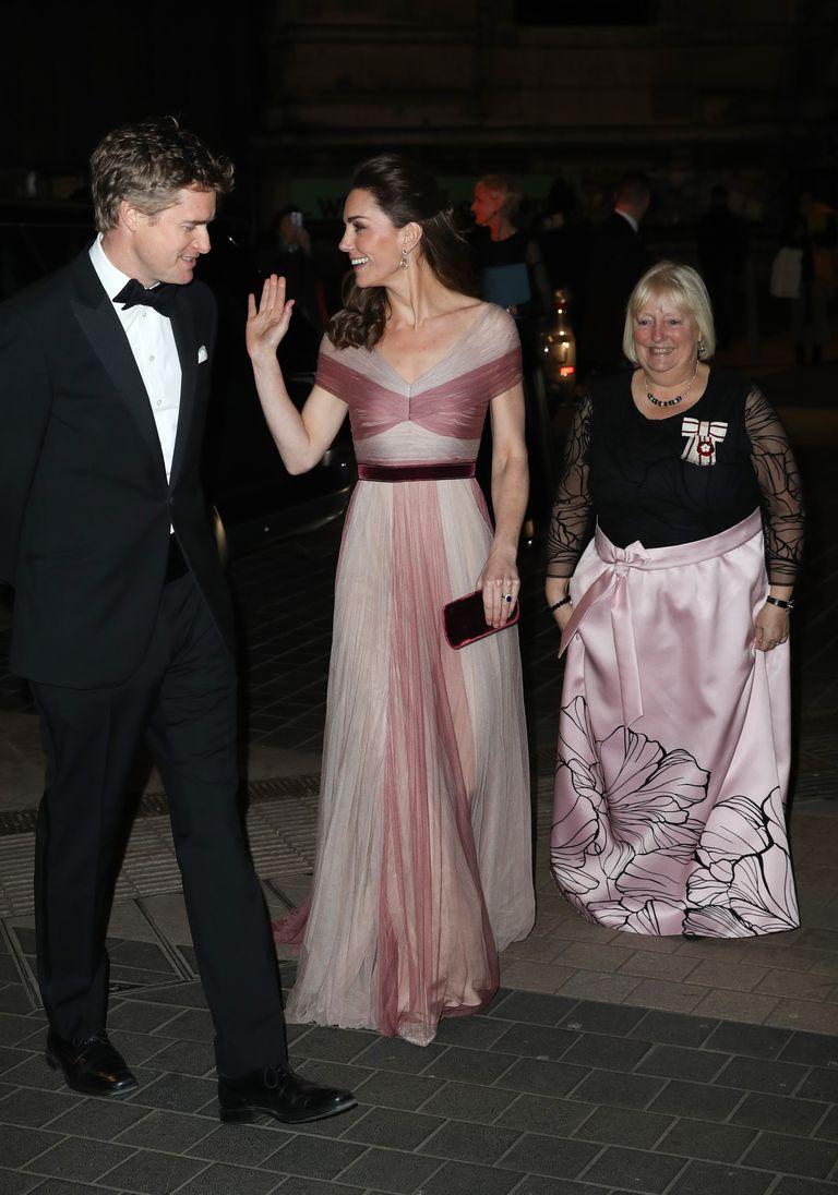 406a523cf7bc Και η Δούκισσα πραγματικά εντυπωσίασε τους πάντες με την αέρινη ροζ  τουαλέτα της.
