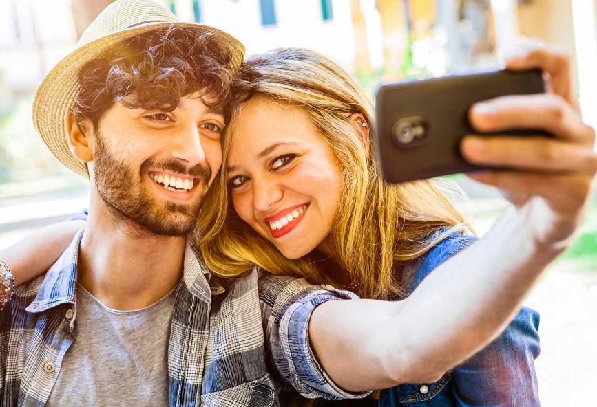 Dating μετά την ηλικία 50 γυναίκα που χρονολογείται άντρας 13 χρόνια νεότερος