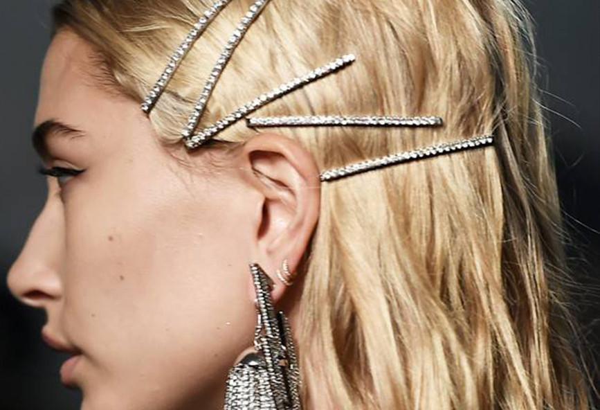 7c8bb123fb Τα τσιμπιδάκια και τα κλιπ μαλλιών είναι το απόλυτο hair trend για ...