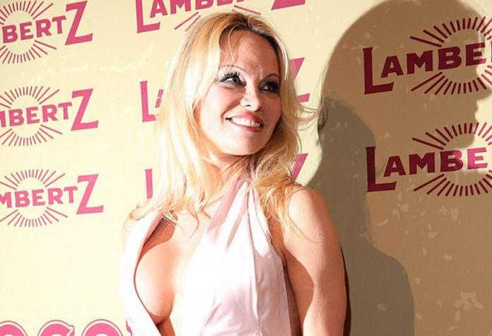 Η Pamela Anderson τρελαίνει κόσμο στη Γερμανία με τα σέξι looks της   εικόνες  657db61422f