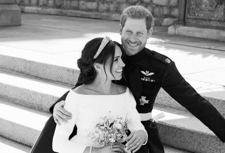Υπάρχει κάτι που δεν ξέραμε για ένα από τα επίσημα γαμήλια πορτρέτα [βίντεο] - Κεντρική Εικόνα