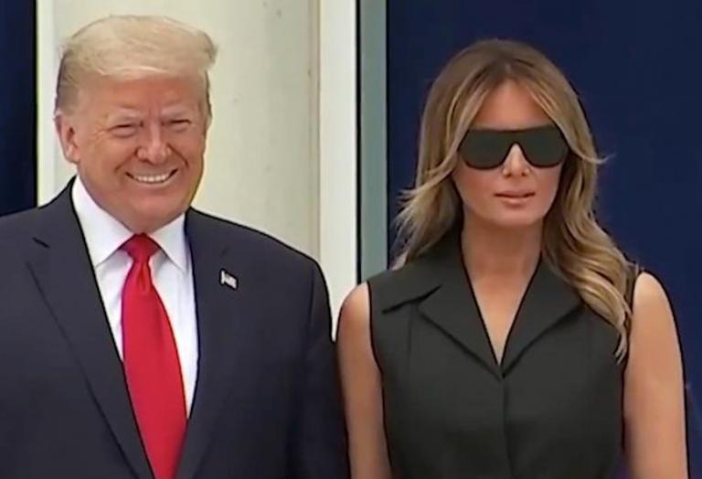 O Trump... έβαλε τη Melania να χαμογελάσει με το ζόρι [βίντεο] - Κεντρική Εικόνα