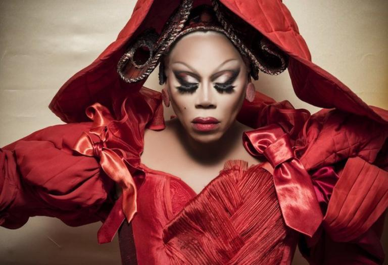 To νέο ημερολόγιο της Pirelli κρύβει πολλές εκπλήξεις και μια drag queen [βίντεο] - Κεντρική Εικόνα