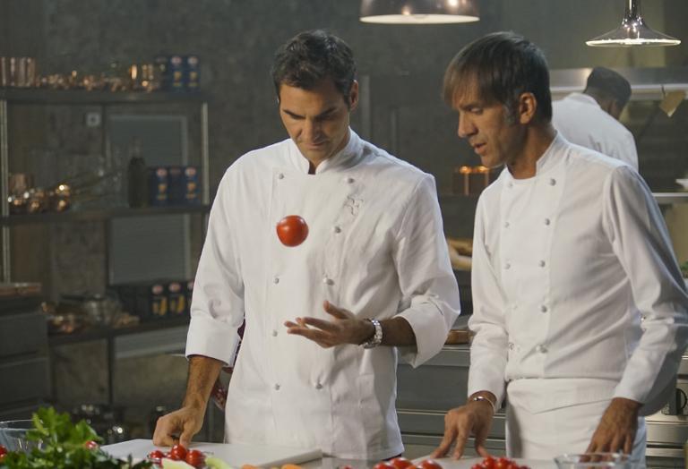 """Ο No.1 τενίστας στον κόσμο μαγειρεύει υπό τους ήχους του """"Ζορμπά"""" [βίντεο] - Κεντρική Εικόνα"""