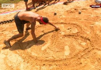 Για ποια ζωγράφισε μια καρδιά στην άμμο ο Μιχάλης Μουρούτσος;  - Κεντρική Εικόνα