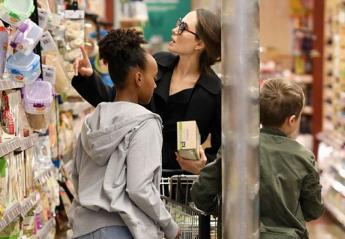 H Jolie ξεχωρίζει με το στυλ της ακόμα και στο σουπερμάρκετ [εικόνες] - Κεντρική Εικόνα