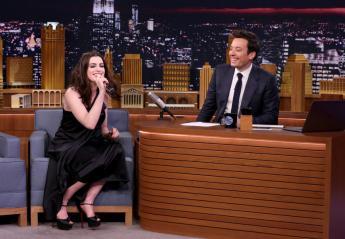 Η Anne Hathaway δίνει ρέστα στο Google Translate Karaoke [βίντεο] - Κεντρική Εικόνα