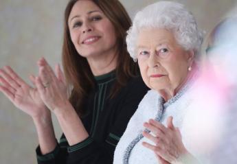 H βασίλισσα Ελισάβετ έκανε μια σπάνια εμφάνισή της σε επίδειξη μόδας [εικόνες] - Κεντρική Εικόνα