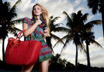 Όλα όσα πρέπει να περιέχει μια γυναικεία τσάντα παραλίας  - Κεντρική Εικόνα