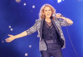 Δείτε τη μεθυσμένη φαν που ανέβηκε στη σκηνή πλάι στη Celine Dion [βίντεο] - Κεντρική Εικόνα
