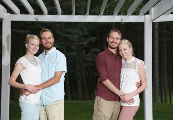 Πανομοιότυποι δίδυμοι θα παντρευτούν πανομοιότυπες δίδυμες! [εικόνες] - Κεντρική Εικόνα