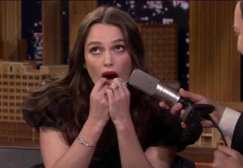 """Χολιγουντιανή σταρ παίζει το """"Despacito"""" με τα δόντια της [βίντεο] - Κεντρική Εικόνα"""