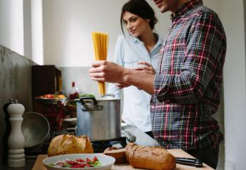 4 λάθη που κάνετε στο μαγείρεμα και σας φορτώνουν με παραπανίσια κιλά - Κεντρική Εικόνα