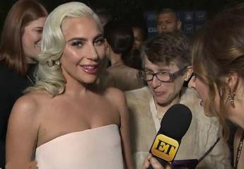 Viral έγινε η αγκαλιά της Lady Gaga σε αυτή τη φαν της [βίντεο] - Κεντρική Εικόνα