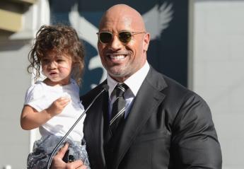 """Δείτε τον """"The Rock"""" να μιλάει στην κορούλα του για την ημέρα της γυναίκας  - Κεντρική Εικόνα"""