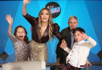 Τα δίδυμα της Jennifer Lopez κλέβουν την παράσταση στο σόου της Ellen - Κεντρική Εικόνα