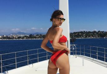 Και η Emily βρέθηκε στις Κάννες και βολτάρει με σκάφος [εικόνες] - Κεντρική Εικόνα