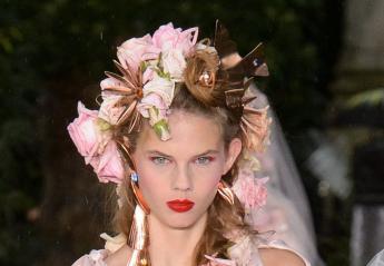 Floral hairstyles: Το πιο hot ανοιξιάτικο fashion trend για το 2019 [εικόνες] - Κεντρική Εικόνα