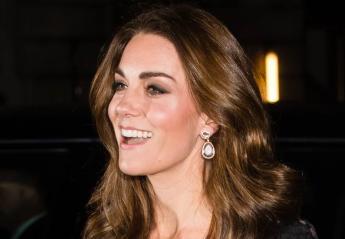 Η Kate Middleton φόρεσε μπλούζα ανάποδα και άλλαξε μανίκια σε φόρεμα [εικόνες] - Κεντρική Εικόνα