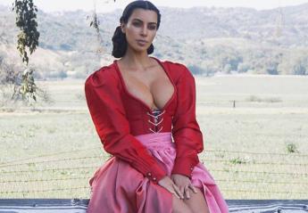 Γιατί η Kim Kardashian ντύθηκε ξαφνικά με φόρεμα άλλης εποχής; [εικόνα] - Κεντρική Εικόνα
