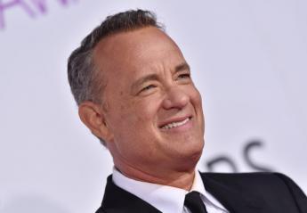 Ο Tom Hanks έχει γενέθλια και κάνει βουτιές στην Αντίπαρο [βίντεο] - Κεντρική Εικόνα
