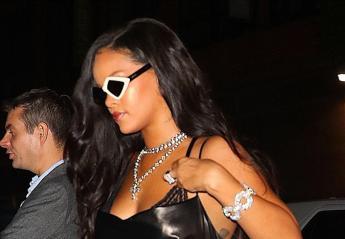 H Rihanna φόρεσε το πιο καυτό μίνι φόρεμα στο πάρτι μετά το fashion show της - Κεντρική Εικόνα