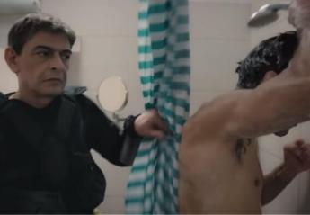 """Ο Μιχάλης Ρακιντζής, με αμφίεση """"S.A.G.A.P.O.""""  διαφημίζει πατάτακια [βίντεο] - Κεντρική Εικόνα"""