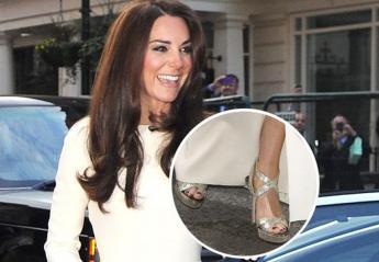 Τελικά και η Kate Middleton έχει βάψει σκούρα τα νύχια της [εικόνες] - Κεντρική Εικόνα