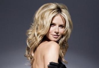 H 44χρονη Heidi Klum με μια νέα πόζα της... κολάζει τους φαν της [εικόνες] - Κεντρική Εικόνα