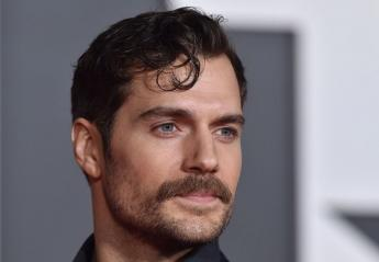 O... Superman είπε αντίο στο μουστάκι του με ένα επικό βίντεο  - Κεντρική Εικόνα