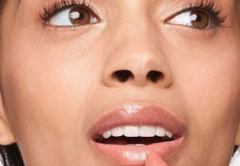 Δείτε βήμα - βήμα πώς να αποκτήσετε πλούσια χείλη με προϊόντα Clinique [βίντεο] - Κεντρική Εικόνα