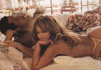H Beyonce και ο Jay Z ποζάρουν όπως δεν τους έχεις ξαναδεί [εικόνες] - Κεντρική Εικόνα