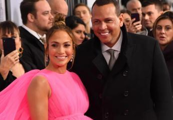 Η ουρά στο φόρεμα της Jennifer Lopez είναι απλά... ατελείωτη [εικόνες] - Κεντρική Εικόνα