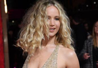 Το αβυσσαλέο ντεκολτέ της Jennifer Lawrence προκαλεί εγκεφαλικά [εικόνες] - Κεντρική Εικόνα