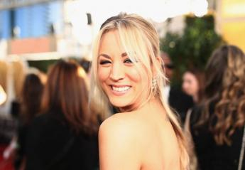 H Kaley Cuoco μιμείται την Jennifer Aniston; Χαμός στο twitter  - Κεντρική Εικόνα