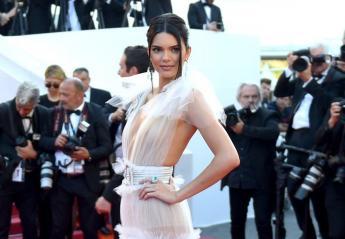 Η Kendall Jenner... ξαναγδύθηκε στις Κάννες - Δείτε το νέο naked dress της - Κεντρική Εικόνα