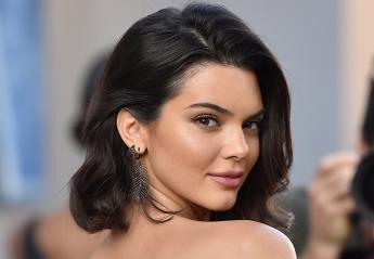 H Kendall Jenner ποζάρει γυμνή στον καθρέφτη του μπάνιου και τρελαίνει το Instagram - Κεντρική Εικόνα