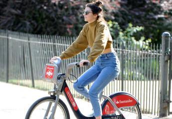 H Kendall πέφτει από το ποδήλατό της και η τούμπα έγινε viral [βίντεο] - Κεντρική Εικόνα