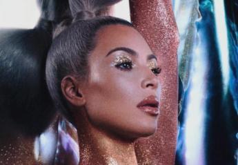 H Kim Kardashian ποζάρει ξανά ολόγυμνη καλυμμένη μόνο με glitter  - Κεντρική Εικόνα
