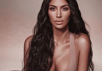 To μυστικό της Kim Kardashian για λαμπερό δέρμα σε όλο το σώμα - Κεντρική Εικόνα