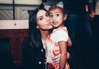 Οργή προκαλεί η νέα τόπλες πόζα της Kim που τράβηξε η... κόρη της - Κεντρική Εικόνα
