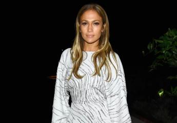 H Jennifer Lopez βγήκε ραντεβού με το πιο σέξι λευκό romper [εικόνες] - Κεντρική Εικόνα