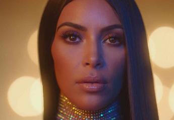 Ο κομμωτής της Kim Kardashian μας δείχνει 2 απλά γιορτινά χτενίσματα [βίντεο] - Κεντρική Εικόνα