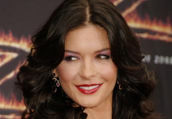 H Catherine Zeta Jones έχει να σου μάθει δύο απλά DIY beauty secrets - Κεντρική Εικόνα