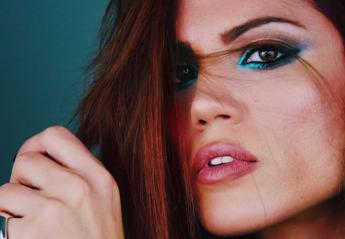 Η Μαίρη Συνατσάκη σου δείχνει πως να πετύχεις αυτό το glam μακιγιάζ [βίντεο] - Κεντρική Εικόνα
