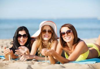 """Έρευνα μελέτησε πόσο... """"ψάχνονται"""" οι γυναικοπαρέες που πάνε διακοπές - Κεντρική Εικόνα"""