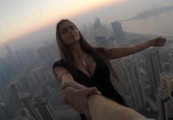 Μοντέλο κρέμεται στην άκρη ουρανοξύστη για μερικές χιλιάδες likes [βίντεο] - Κεντρική Εικόνα