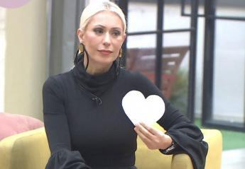 H Μαρία Μπακοδήμου απείλησε με κίτρινη κάρτα 2 παίκτριες του Power of Love - Κεντρική Εικόνα