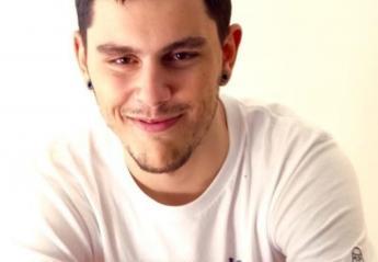Είναι ο γιος διάσημου Έλληνα τραγουδιστή και είναι φτυστός ο πατέρας του - Κεντρική Εικόνα